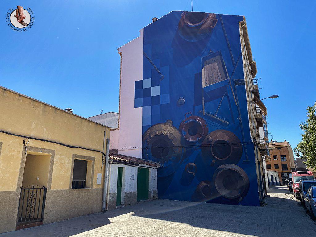 Arte urbano Zamora fachada herramientas