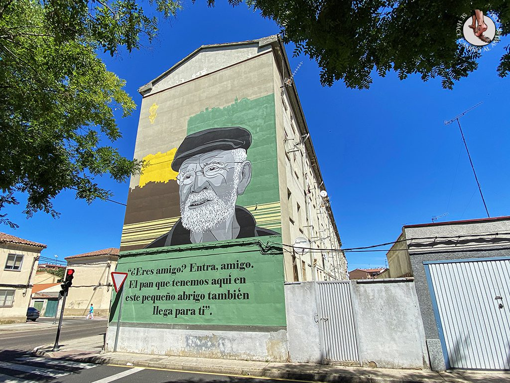 Arte urbano Zamora fachada plaza Angel Bariego