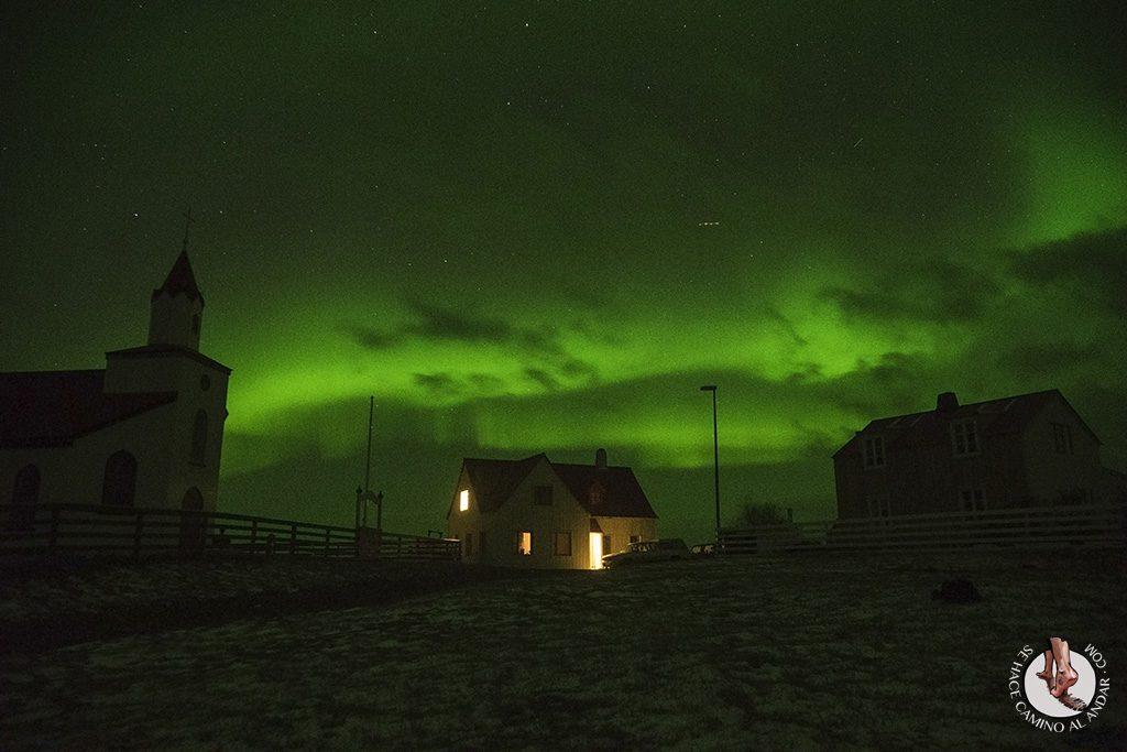 Aurora boreal intensa arco