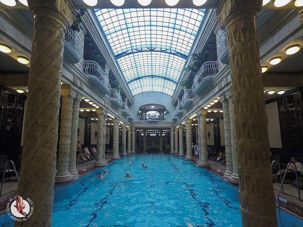 Balnearios-de-Budapest-Gellert-columnas-originales
