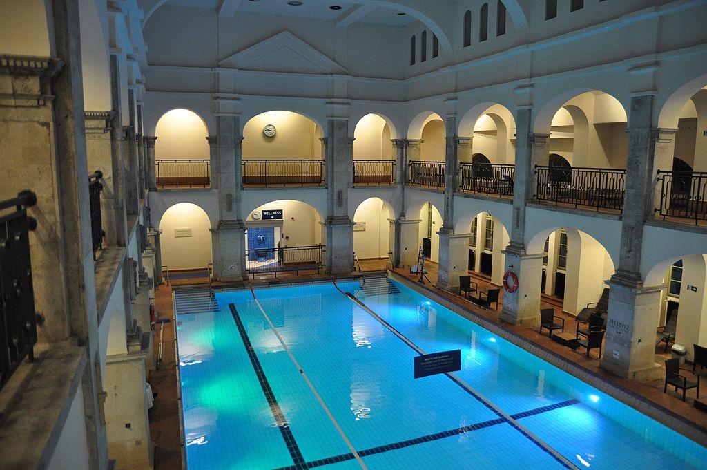 Balnearios de Budapest Rudas piscina