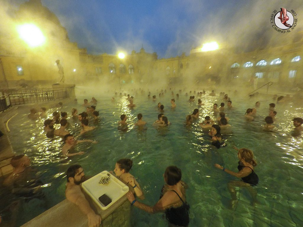 Balnearios-de-Budapest-Szechenyi-ajedrez-piscina
