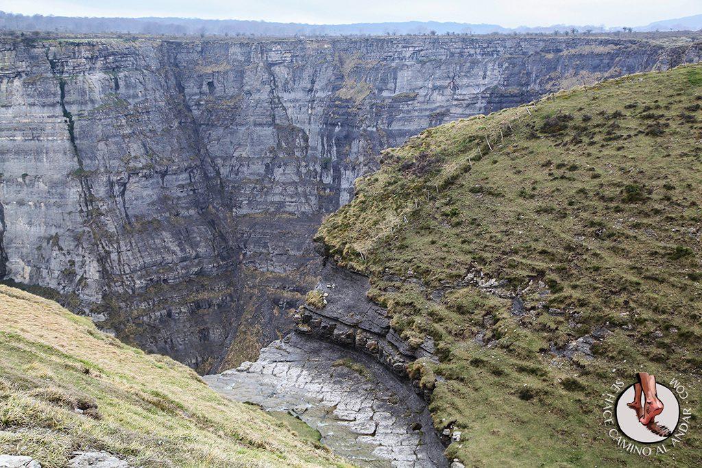 Caída agua río Delika