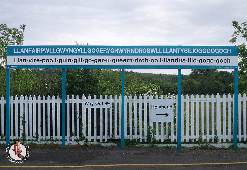 Cartel estacion tren Llanfair PG