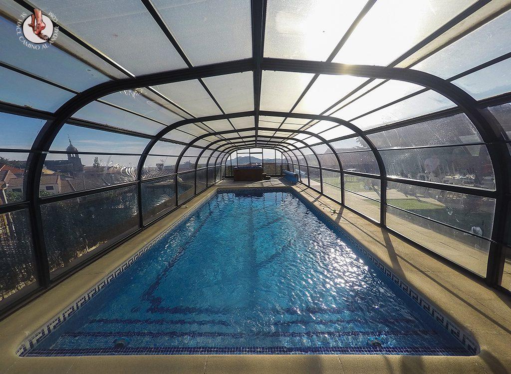Casa rural zarzal con jacuzzi y piscina climatizada en madrid for Casa rural piscina climatizada interior