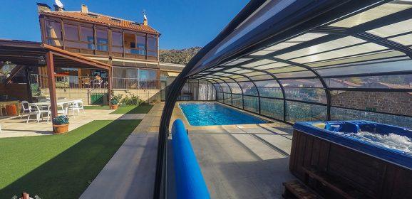 Casa Rural Zarzal, con jacuzzi y piscina climatizada en Madrid