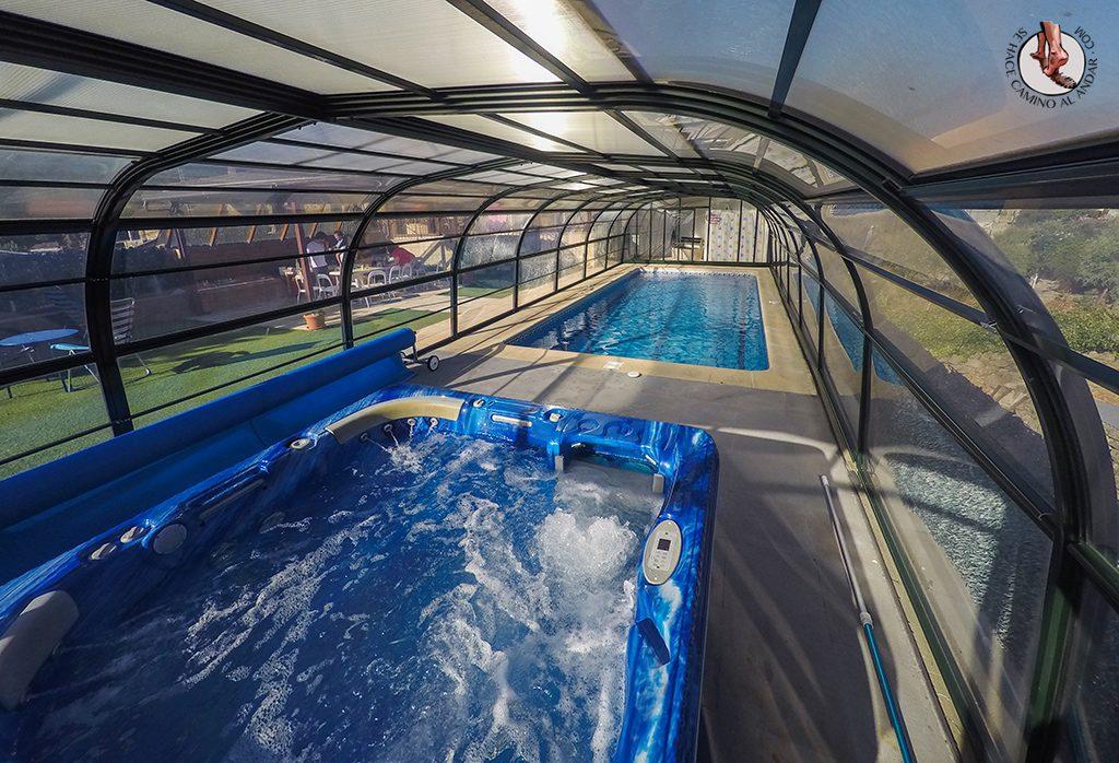 Casa rural zarzal con jacuzzi y piscina climatizada en madrid for Piscine madrid