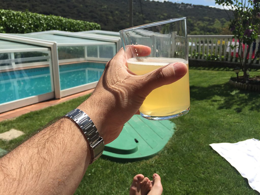 Cerveza limon piscina erbioz