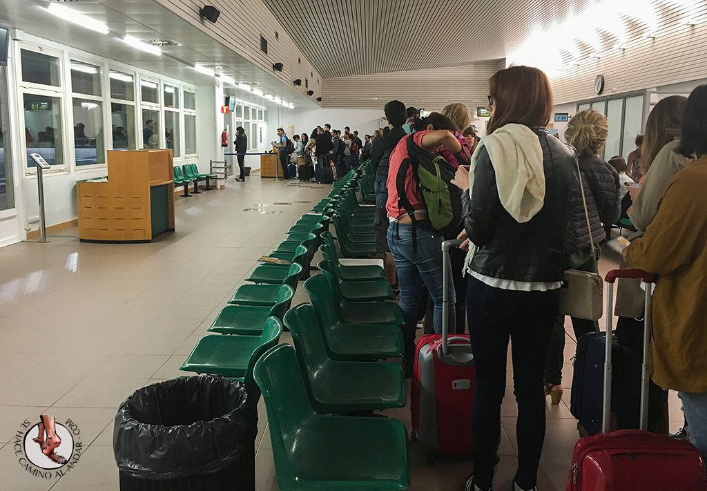 Cola embarque aeropuerto Vitoria