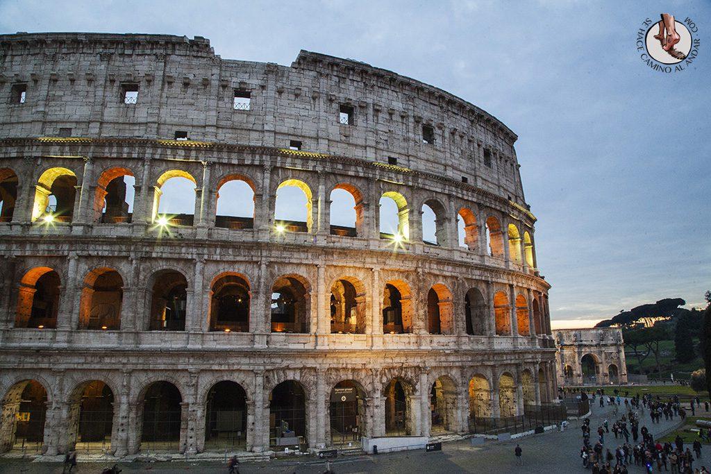 Coliseo iluminado Roma