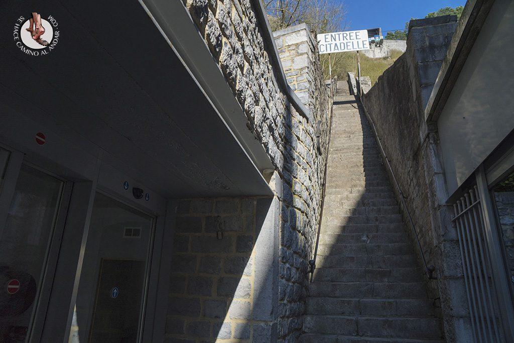 Dinant ciudadella escaleras entrada