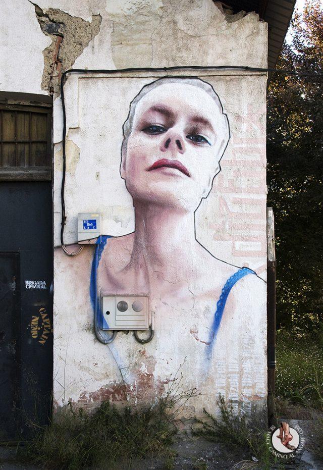 Dizebi graffitero Goierri Beasain mujer
