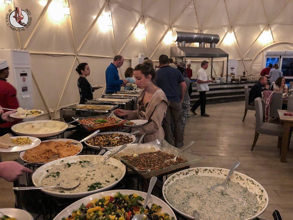 Dormir en el desierto de Jordania cena berebere buffet