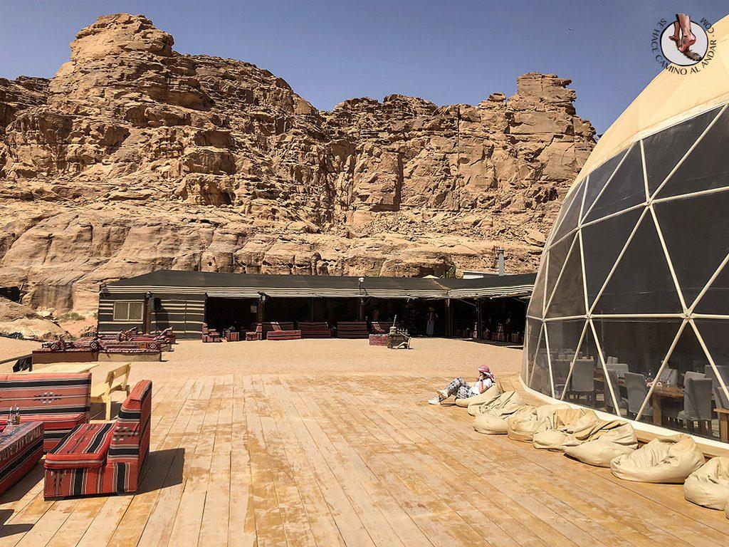 Dormir en el desierto de Jordania relax