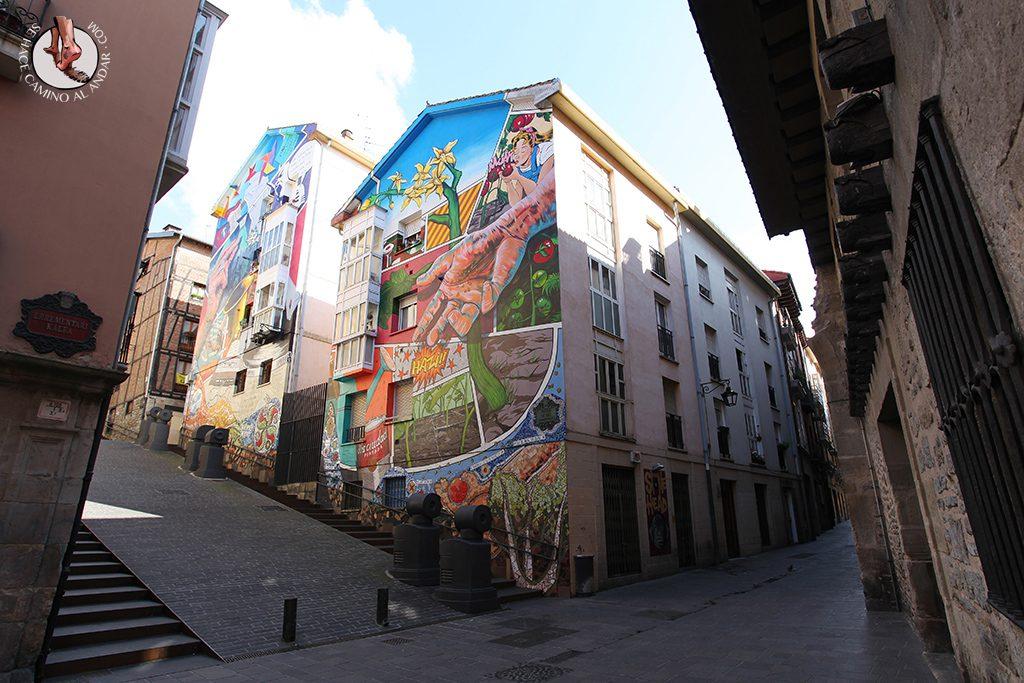 Eskuz esku abajo Murales Vitoria