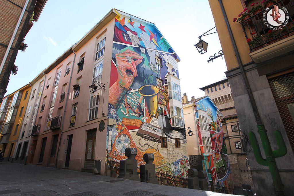 Eskuz esku arriba Murales Vitoria