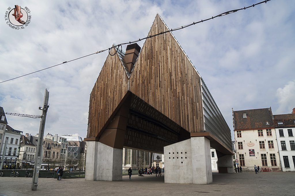 Gante pabellon municipal madera
