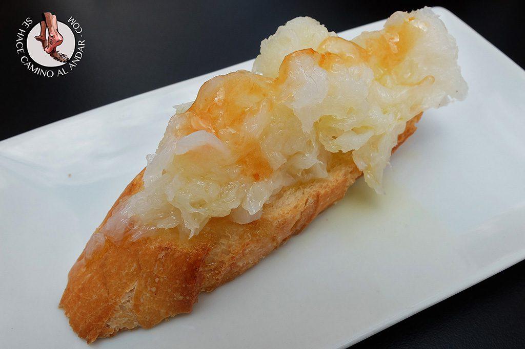 Los caprichos de Meneses Bacalado con helado de pimenton zamora