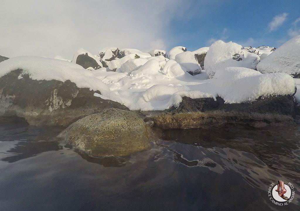 Myvatn Nature Baths nieve piedras
