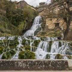Orbaneja del Castillo, el pueblo atravesado por una cascada