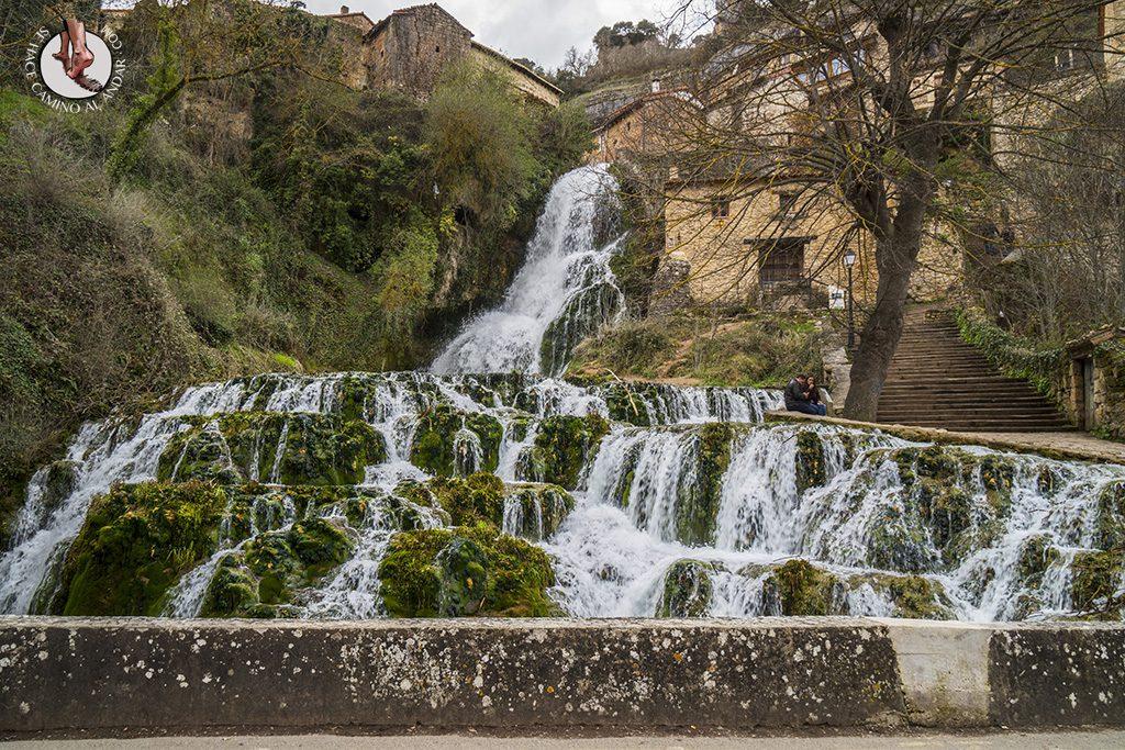 Orbaneja del Castillo cascada urbana