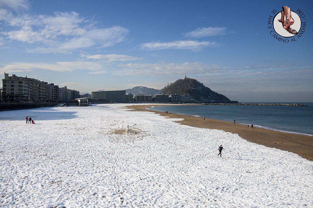 Playa Zurriola nieve San Sebastian