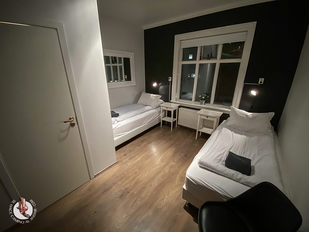 Presupuesto Islandia Apotek guesthouse habitacion