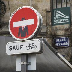 Las señales de tráfico de Clet Abraham en Burdeos