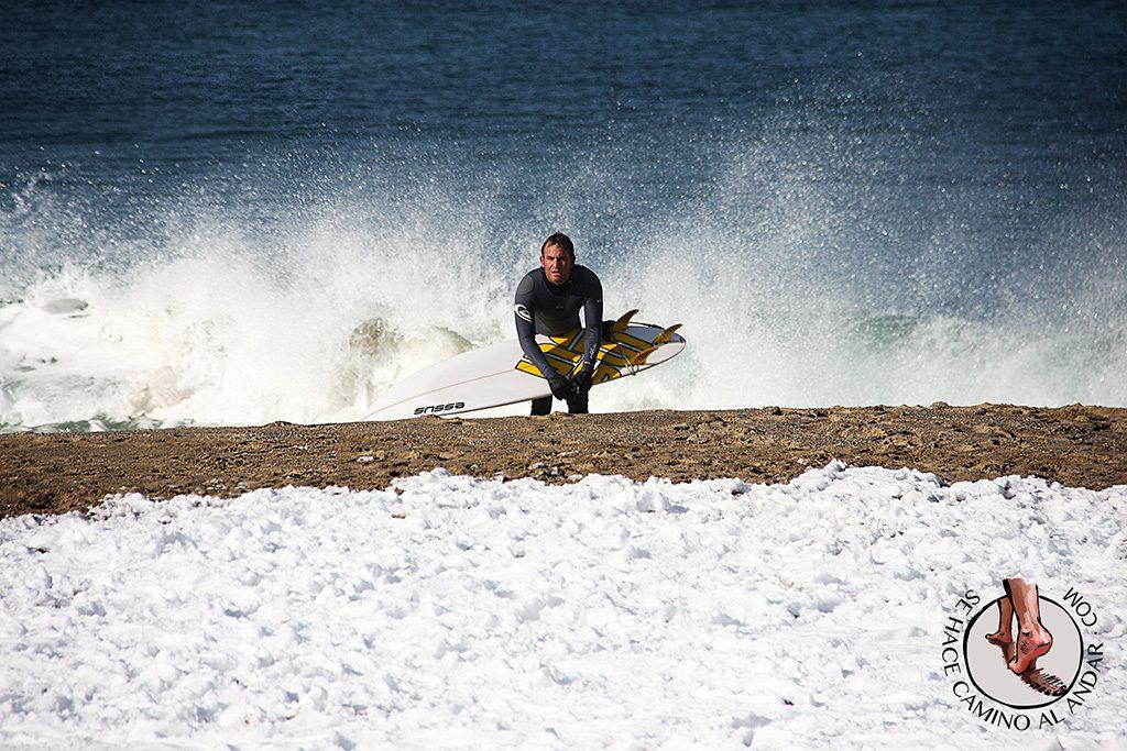 Surfista ola nieve