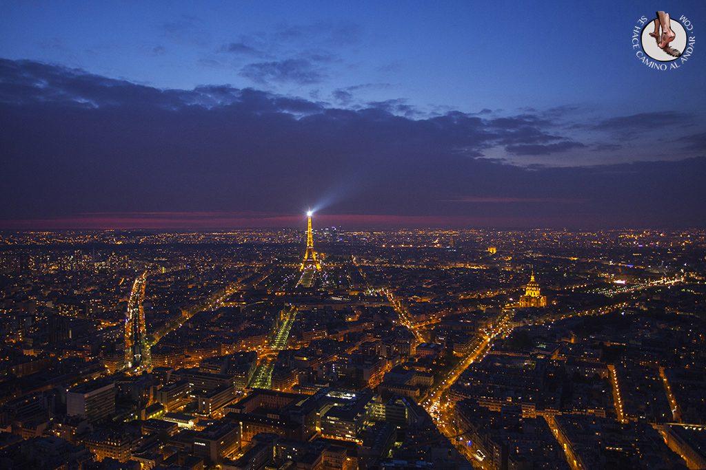 Torre Eiffel Montparnasse anochecer