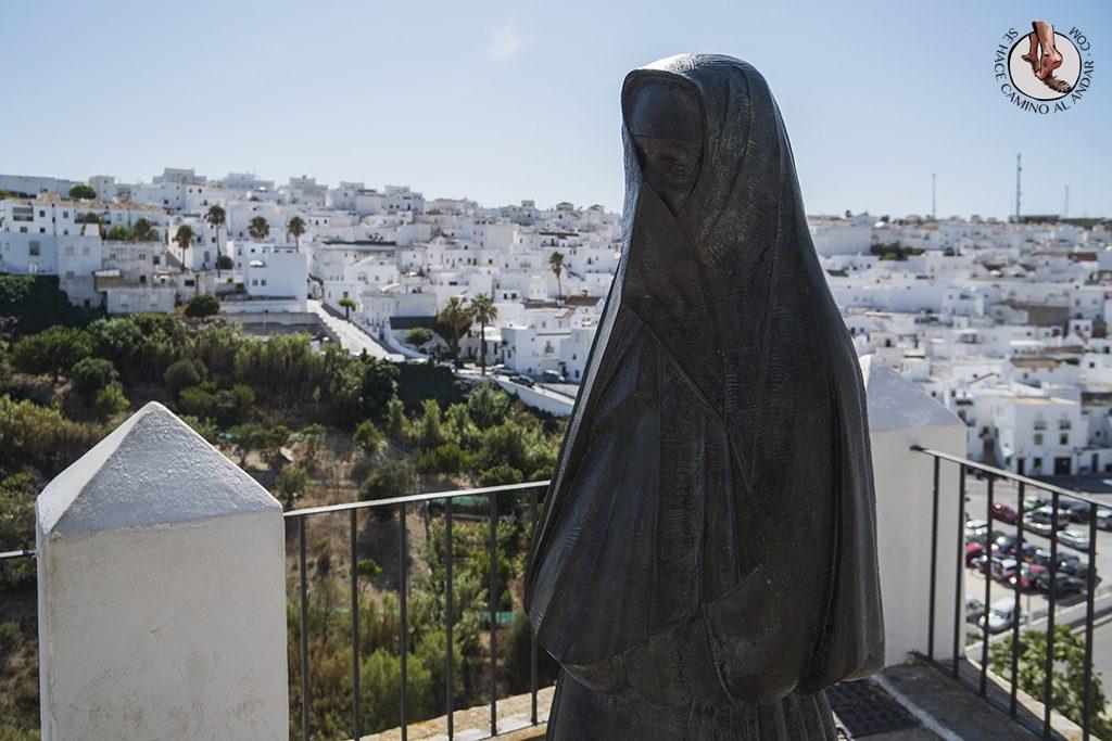 Vejer de la Frontera paseo cobijadas estatua
