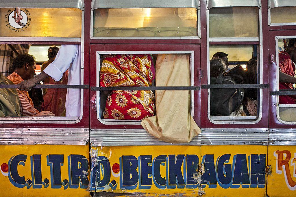 Ventanilla de autobús indio