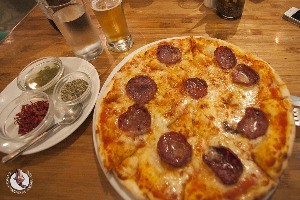 cerveza king fisher pizza calcuta india