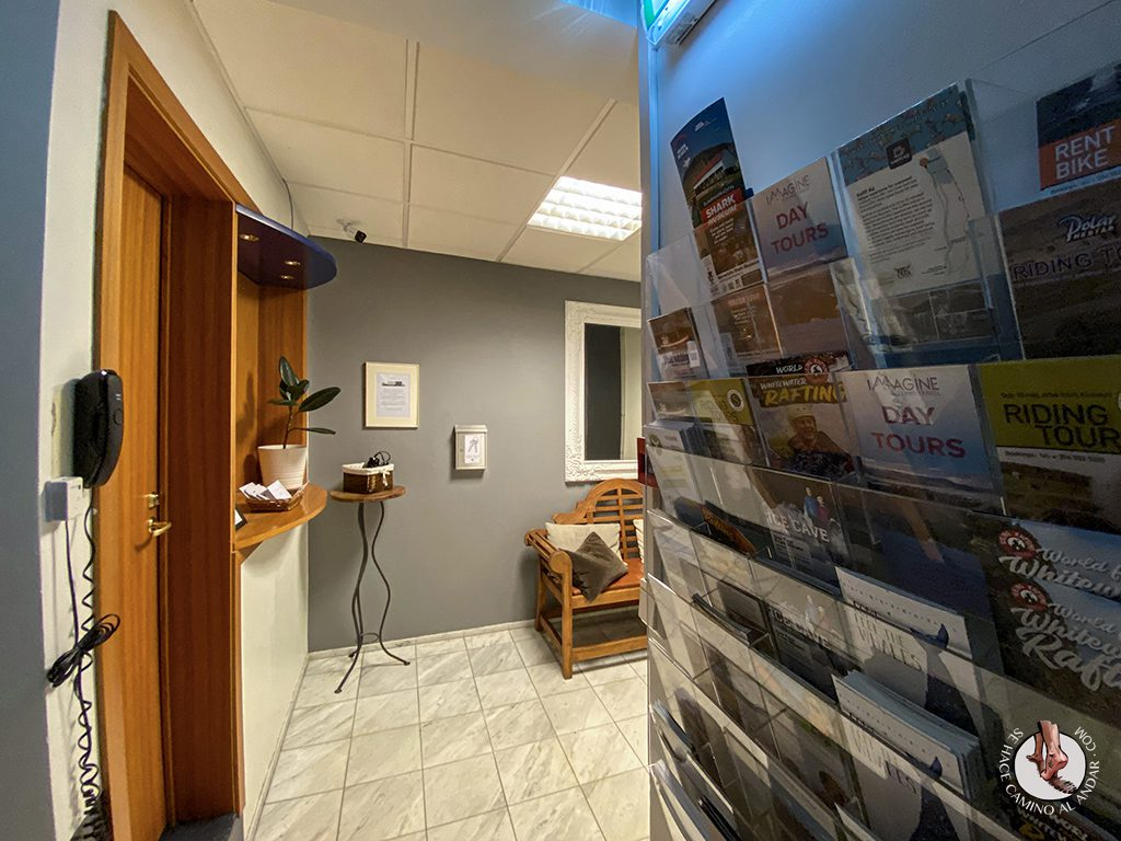 dormir en Akureyri apotek ghesthouse recepcion