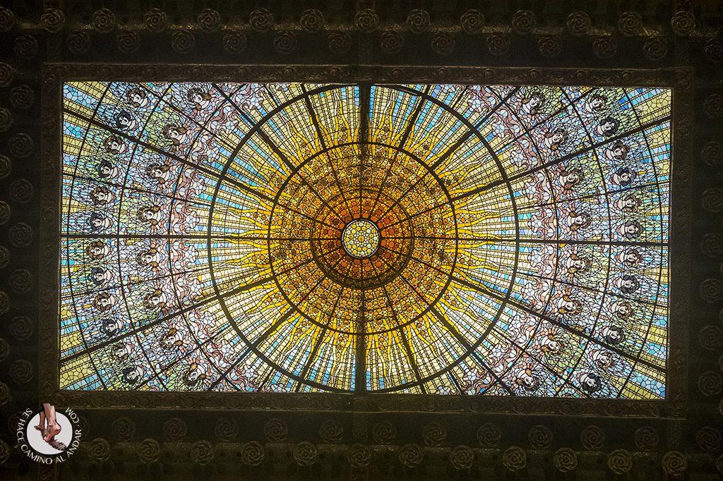 que ver en Barcelona palau vidrieras