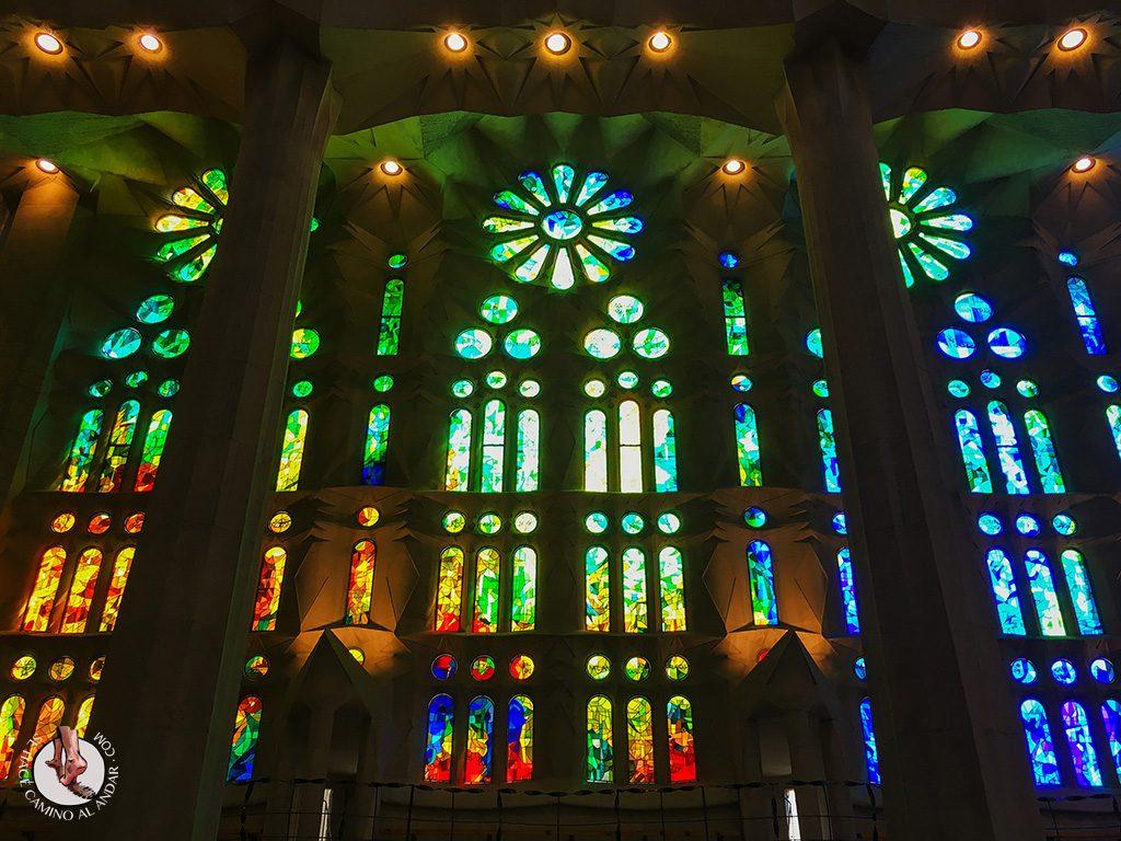 que ver en Barcelona sagrada familia vidrieras