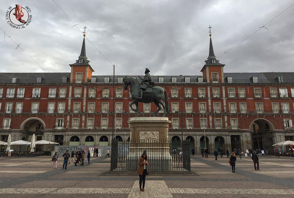 que ver en madrid plaza mayor escultura