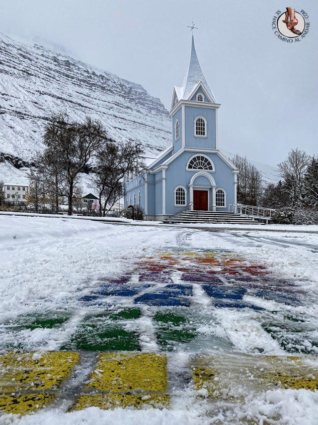 ring road islandia dia 4-7 Seydisfjordur iglesia