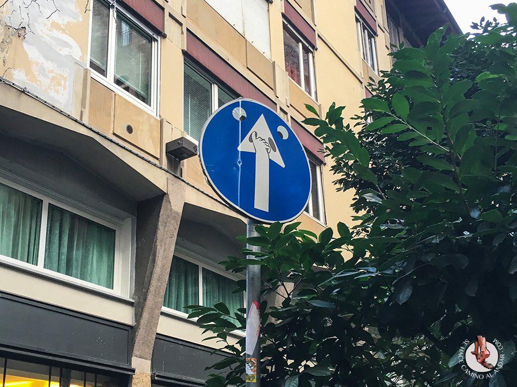 señal dirección cara