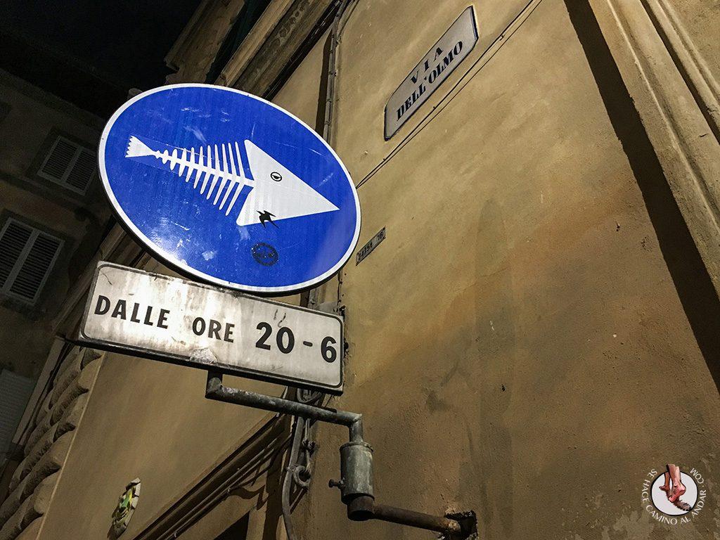 señal dirección obligatoria pescado
