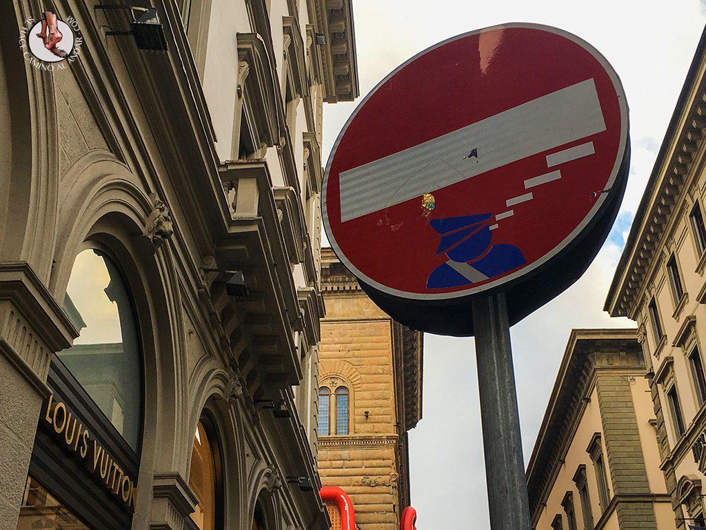 señal prohibido policía pensando