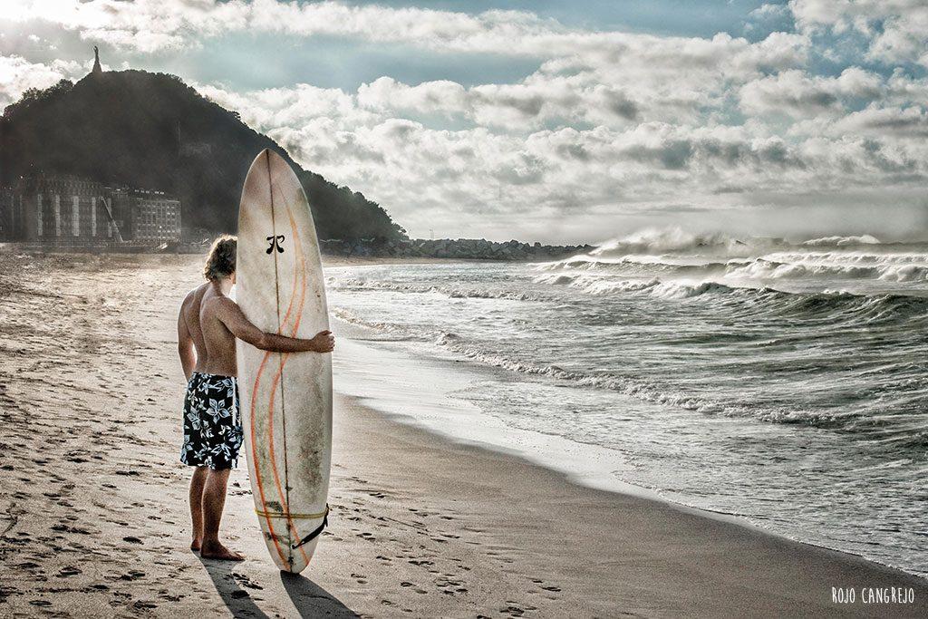 surfista zurriola donostia rojo cangrejo