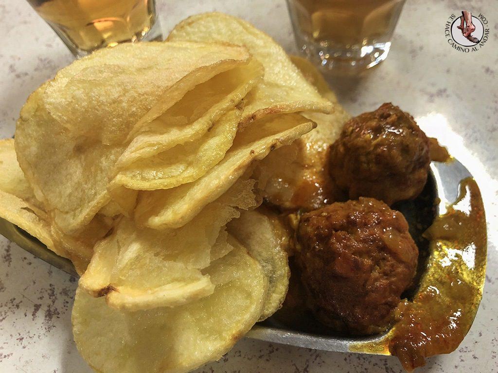 tapas de León la ribera patatas salsa especial