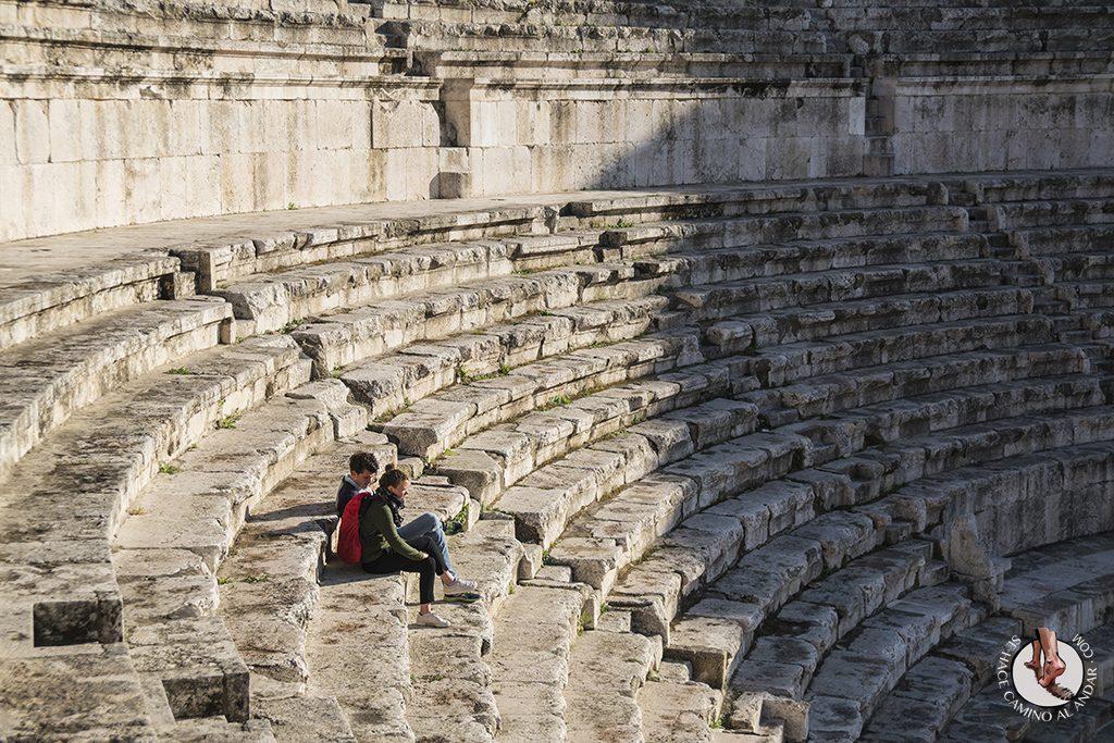 visitar amman un dia teatro romano escaleras