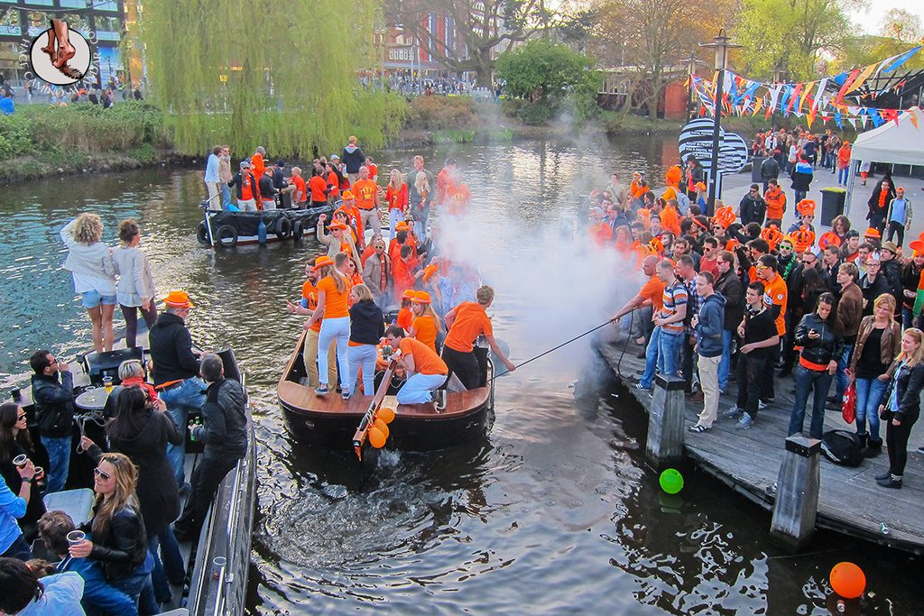 Abordaje canal Amsterdam Queens day