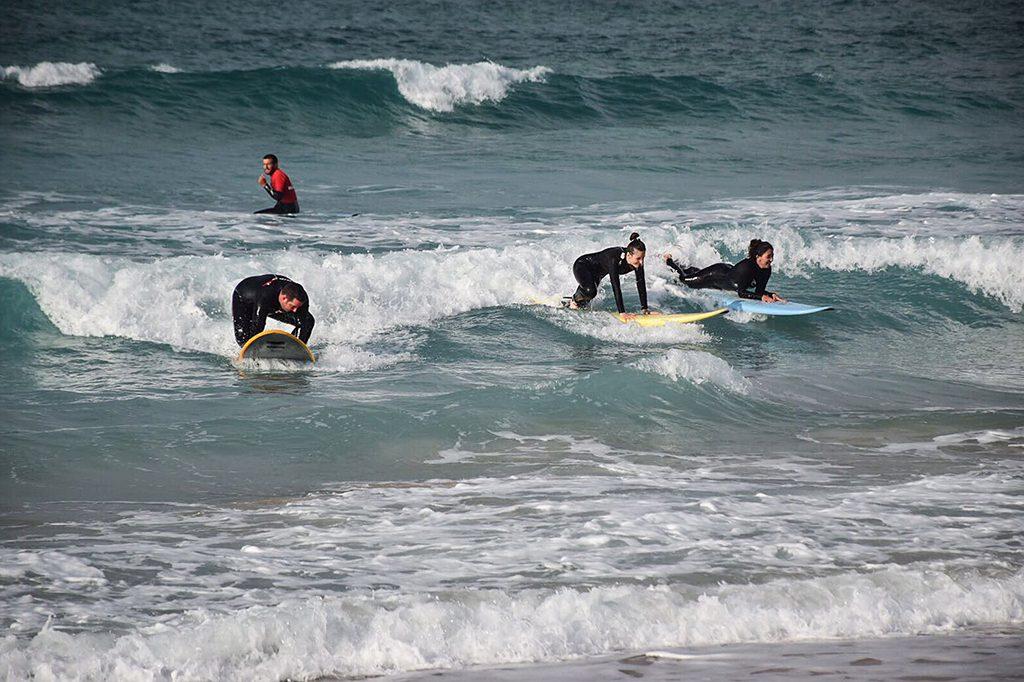 Art Surf Camp Cogiendo Ola