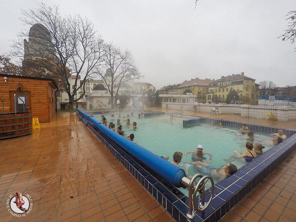 Balnearios-de-Budapest-Gellert-piscina-exterior-spa