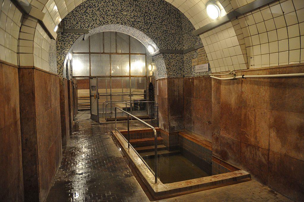 Budapest, Király fürdő, medence (32 °C) és hőlégkamra