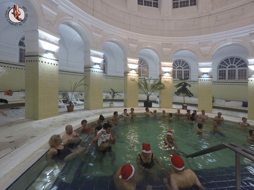 Balnearios-de-Budapest-Szechenyi-piscinas-interiores.