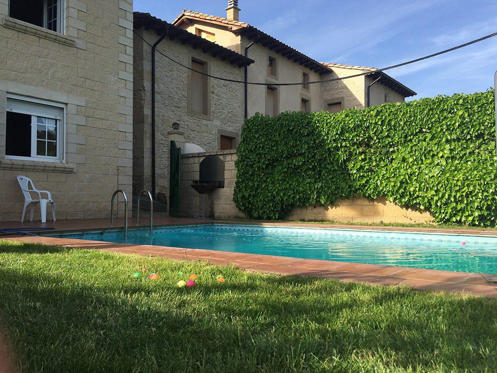 Casa Rural Erbioz jardin piscina